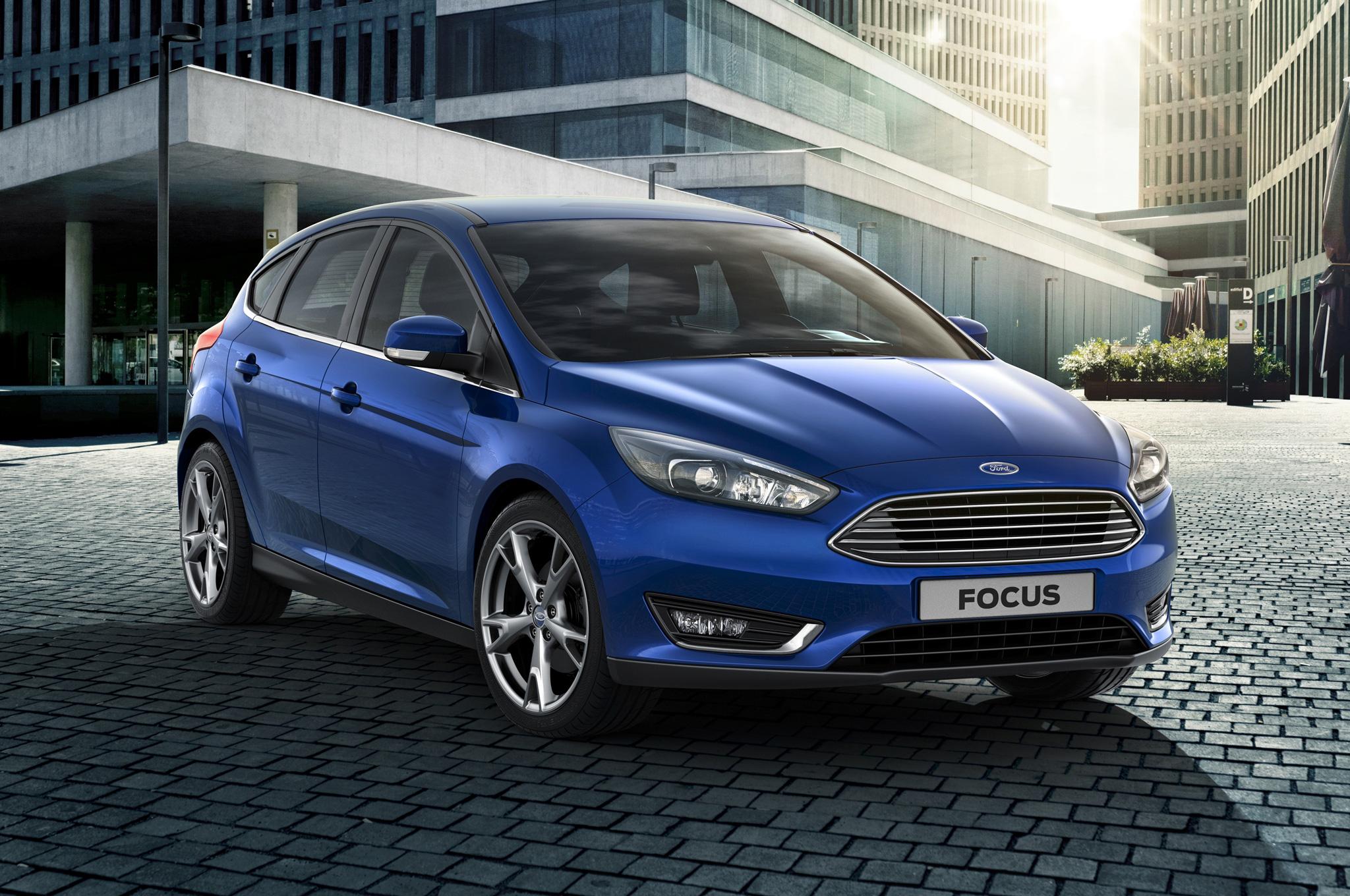 2015-ford-focus-hatchback--front-side-view