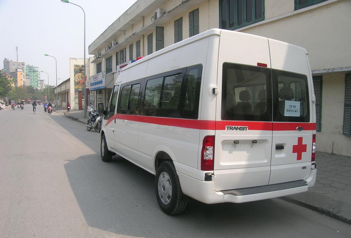 Ford Transit cứu thương hoán cải