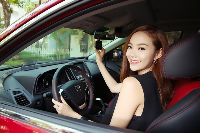 phụ nữ lái xe