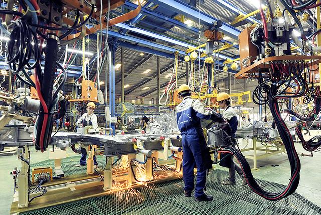 Giảm thuế linh kiện sản xuất xe trong nước