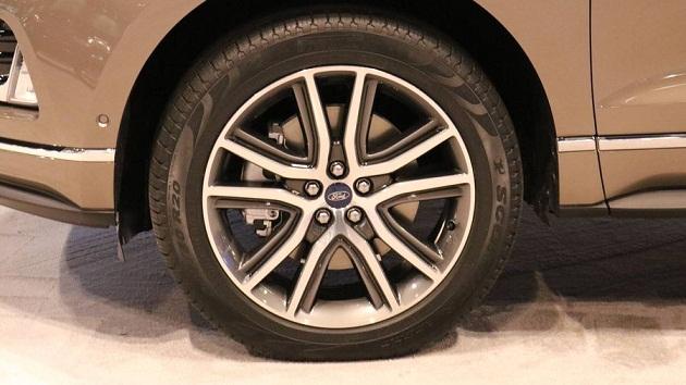 ford-edge-titanium 4